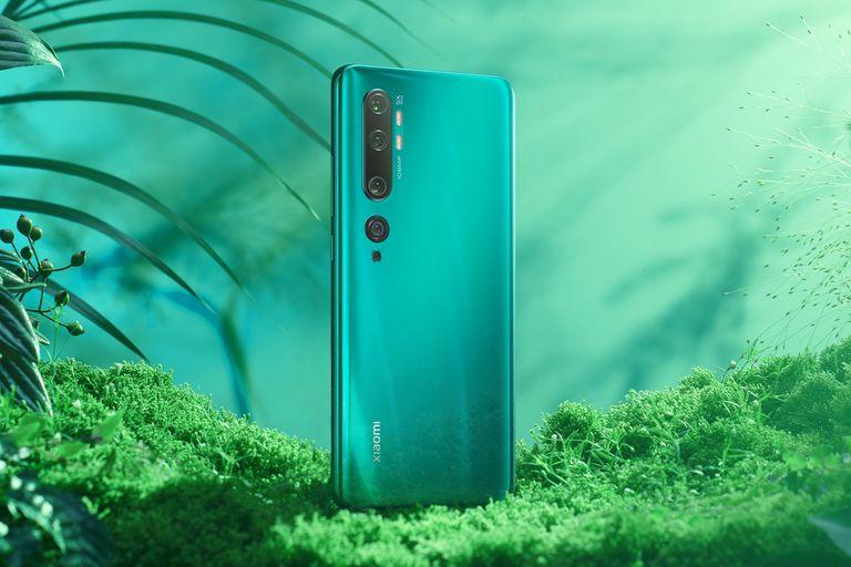 Disponible en verde, blanco y negro, el nuevo smartphone de Xiaomi se luce por su cámara principal de 108 megapixeles