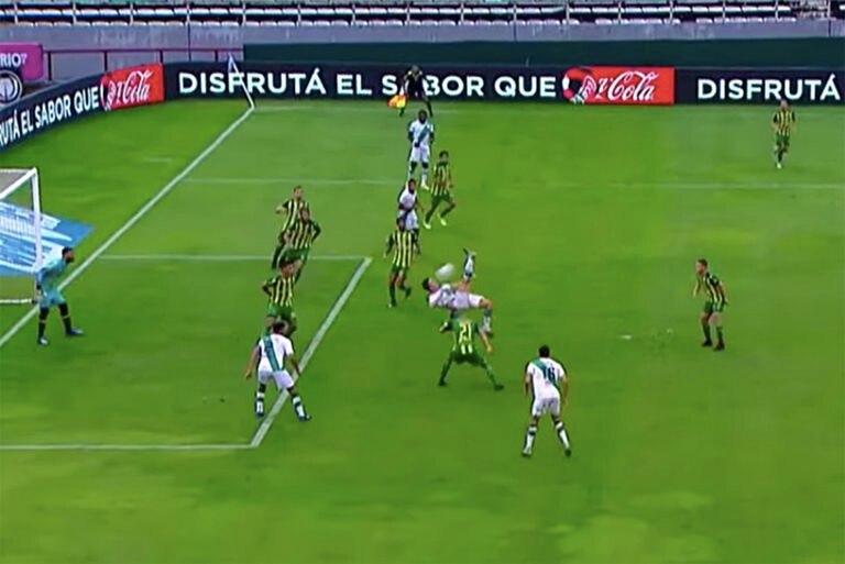 Galoppo dibujó una pirueta en el área justo cuando Banfield sufría y tenía un jugador menos; fue el gol del empate.