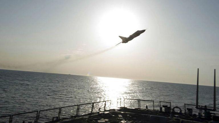 El comunicado, firmado por el comando europeo de las Fuerzas Armadas de EEUU, tildó el episodio de poco seguro y poco profesional