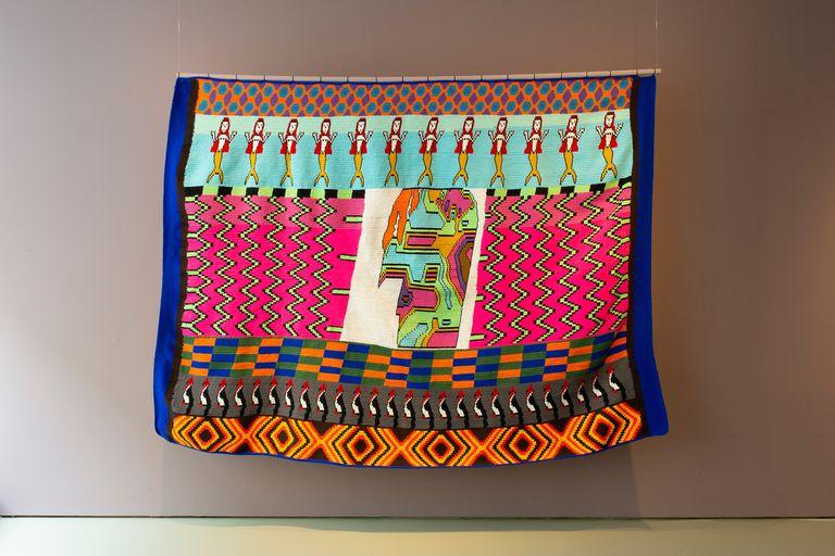 Paño de lana acrílica realizado con técnica de crochet por tejedoras del colectivo Thañí/Viene del monte, de comunidades wichí del norte de Salta, que se exhibirá a partir de hoy en el Museo Provincial de Bellas Artes Lola Mora