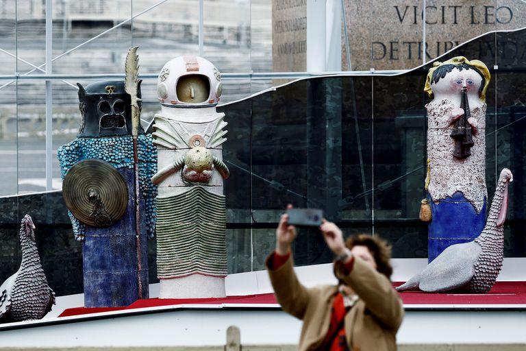 El singular pesebre es exhibido en el Vaticano