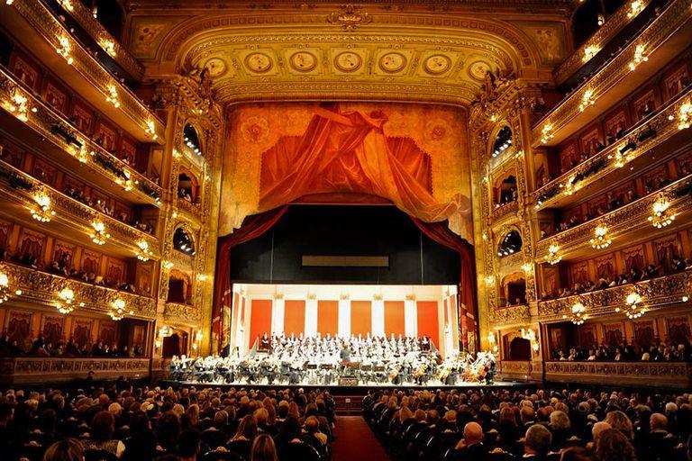 Más de 200 personas en el escenario del Teatro Colón para la obra Réquiem/Kadish del director Ángel Mahler