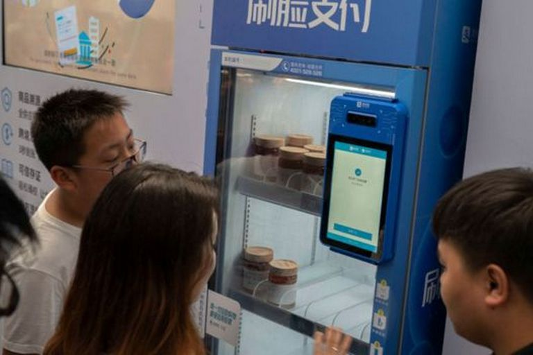 El reconocimiento facial se está convirtiendo cada vez más en parte de la vida cotidiana y las transacciones comerciales en China