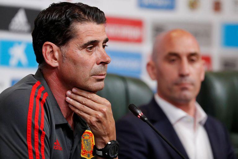 Fernando Hierro, durante su presentación oficial, junto con Luis Rubiales, presidente de la Real Federación Española de Fútbol