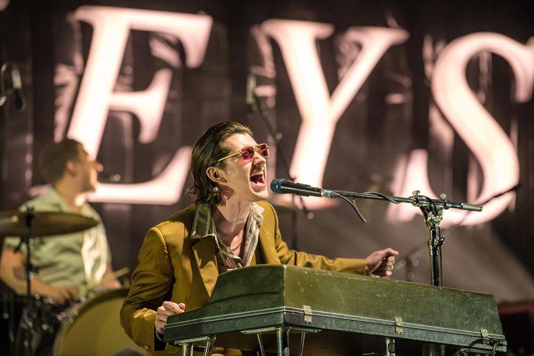 Cómo es el show que los Arctic Monkeys traen a Argentina