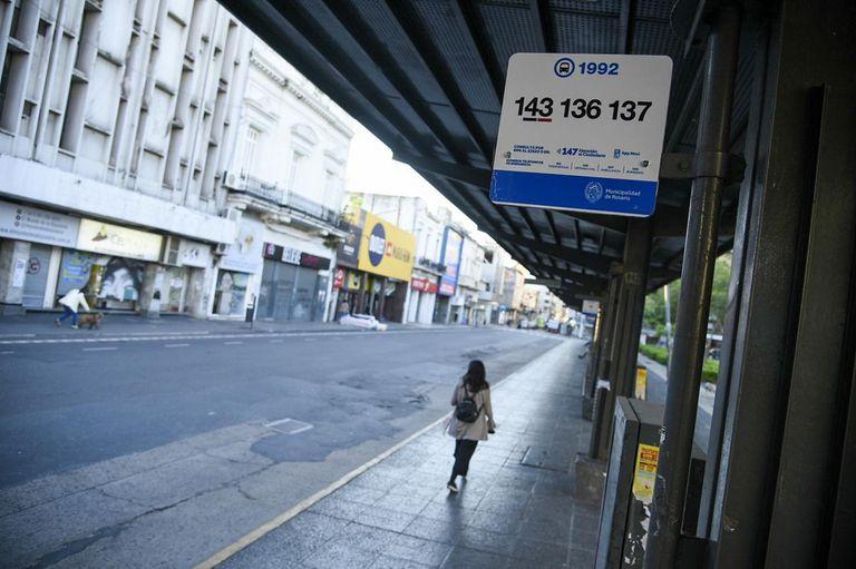 Vista de las calles de rosario sin transporte público por el paro de la UTA