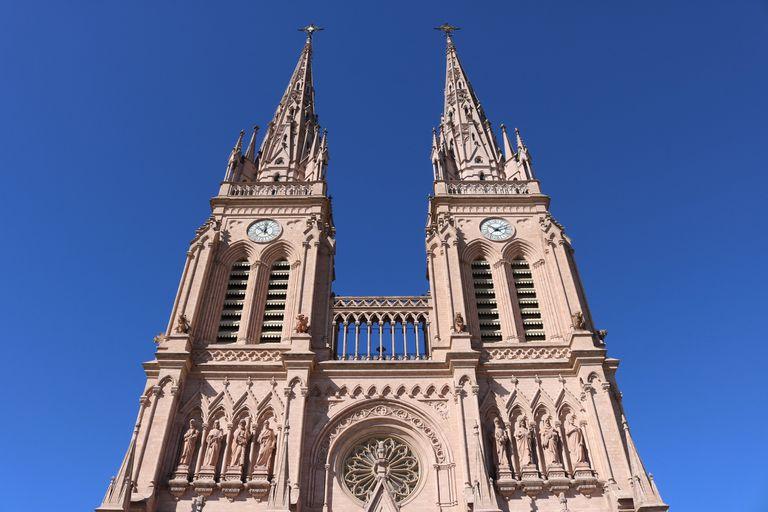 Con el aborto como eje central, se movilizan la Iglesia y las mujeres