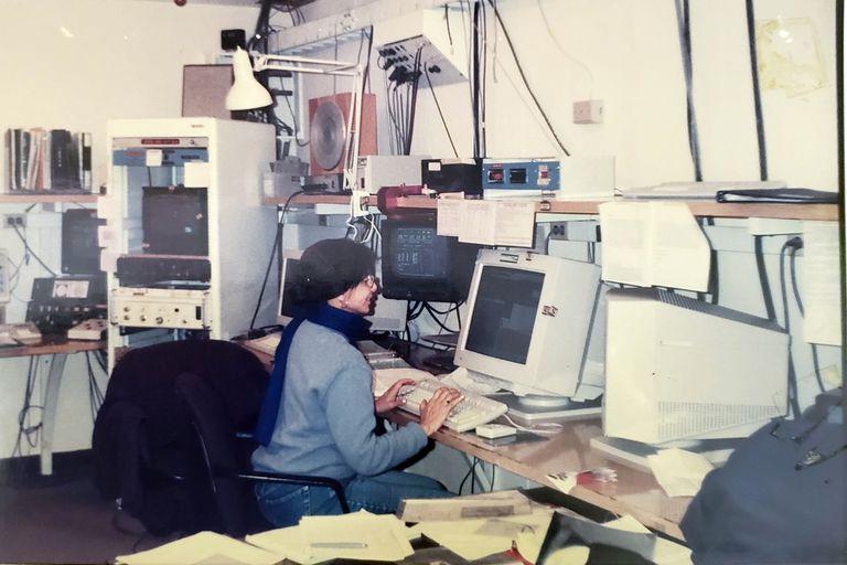 Miriani Pastoriza en 1983, en el centro de control del Observatorio Astronómico Cerro Tololo, en Chile