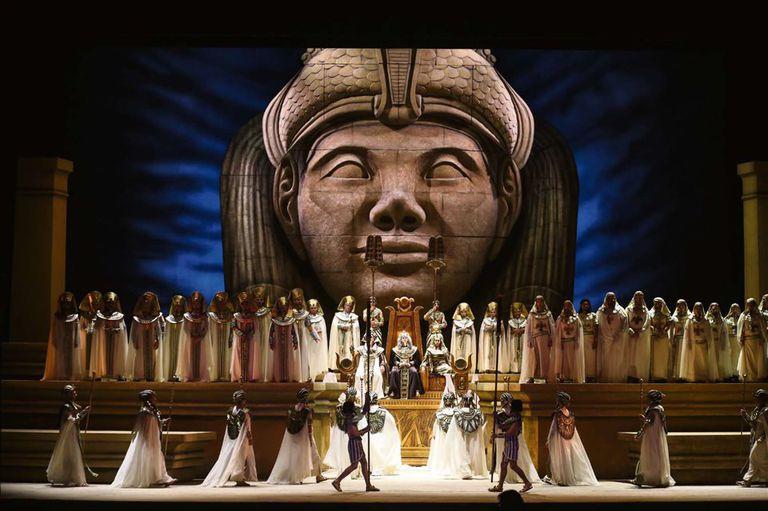 La puesta elegida para celebrar el aniversario es de Roberto Oswald, régisseur emblemático del teatro