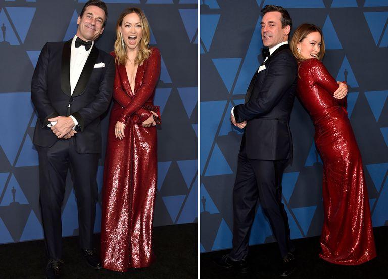 Buena onda. Jon Hamm y Olivia Wilde jugaron para las cámaras antes de entrar a la ceremonia