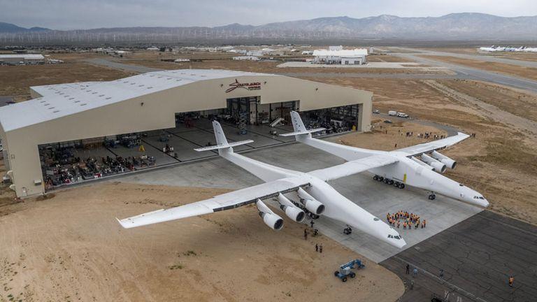 Este es el avión de Stratolaunch, el más grande en su tipo