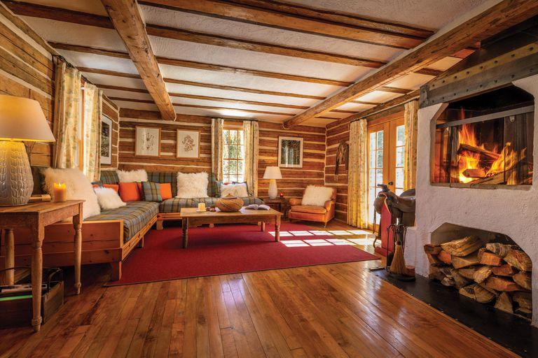 En Dunton Hot Springs, los visitantes desconectan de la rutina y disfrutan de la naturaleza en habitaciones que cotizan desde los 790 dólares la noche.
