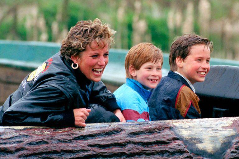 Lady Di, princesa de Gales, con sus hijos William y Harry