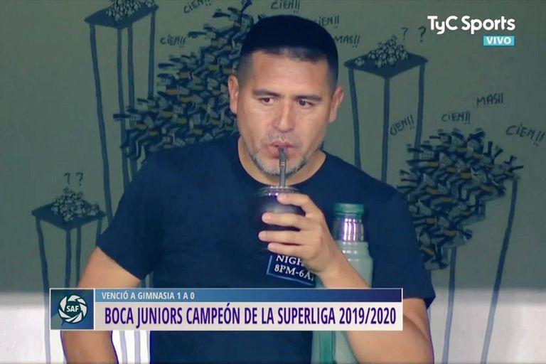 Juan Román Riquelme mateaba mientras Boca acababa de salir campeón