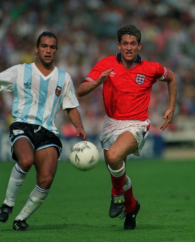 Argentina vs. Inglaterra, en Wembley, un partido inolvidable en 1991: Gamboa contra el goleador Gary Lineker; el equipo de Basile perdía 2 a 0 y empató 2-2 en una gran remontada, con goles del Turco García y Darío Franco