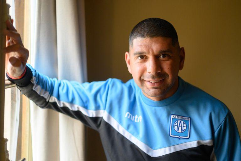 A los 35 años, Néstor Ortigoza juega en Estudiantes, de Río Cuarto, club de la primera Nacional; el mediocampista se propone el ascenso.