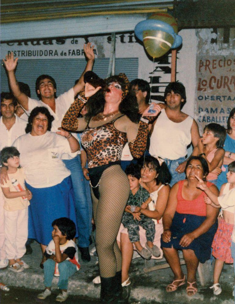 """Pose. """"Nosotras vivíamos el carnaval más que nadie, porque eran seis noches en total libertad donde te hacían sentir aceptada, deseada, amada, adorada y respetada. Esa noche entregábamos nuestras almas. Nunca olvidaremos aquellos aires de libertad"""". Carmen Ibarra, integrante del AMT."""