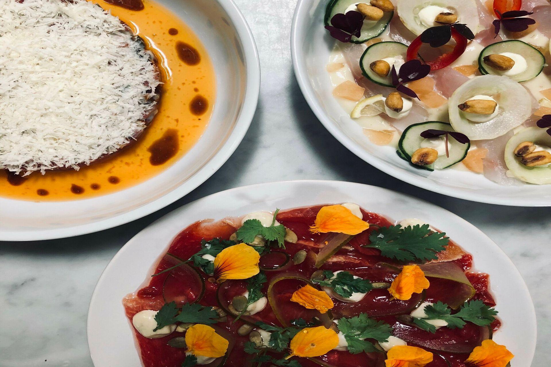 Los platos mas aclamados del verano en Julia Restaurant: Tartare de lomo, Sashimi de pez limón y Carpaccio de sandía