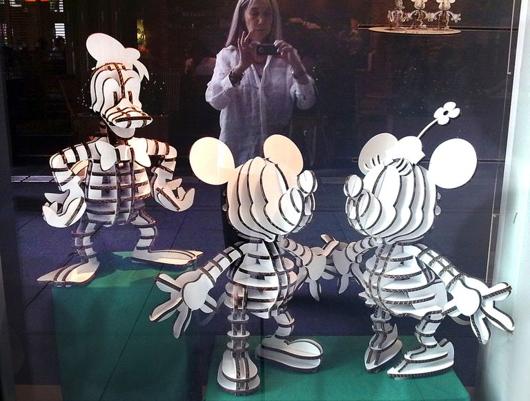Todos amamos al raton Mickey, a Minnie y al Pato Donald. Maria Kodama