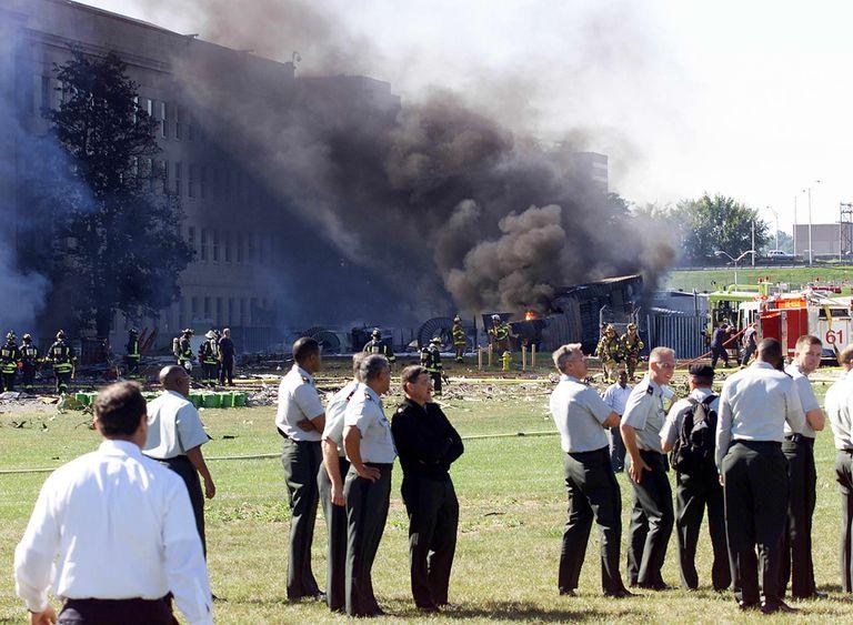 El Pentágono el 11 de Septiembre de 2001, luego de ser alcanzado por uno de los cuatro aviones