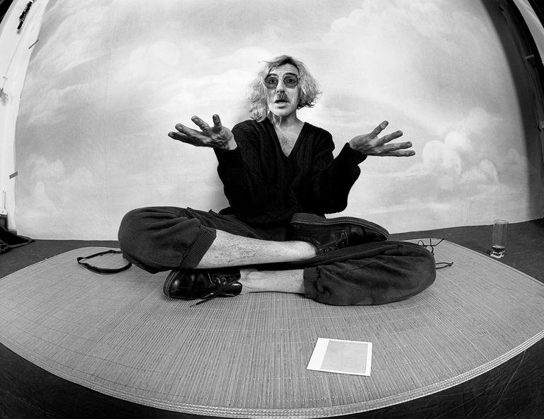 El prestigioso fotógrafo Aldo Sessa, y un video de Charly García en una sesión fotográfica
