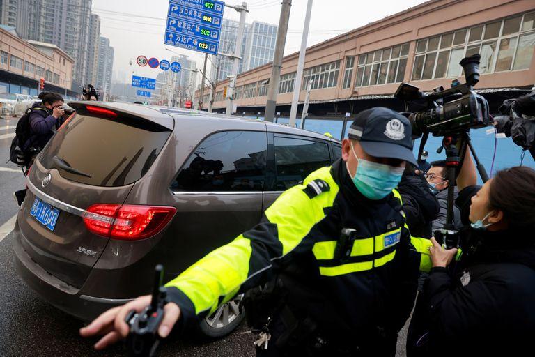 Un grupo de expertos de la OMS visitó el mercado de Wuhan, en China, donde se originó el coronavirus