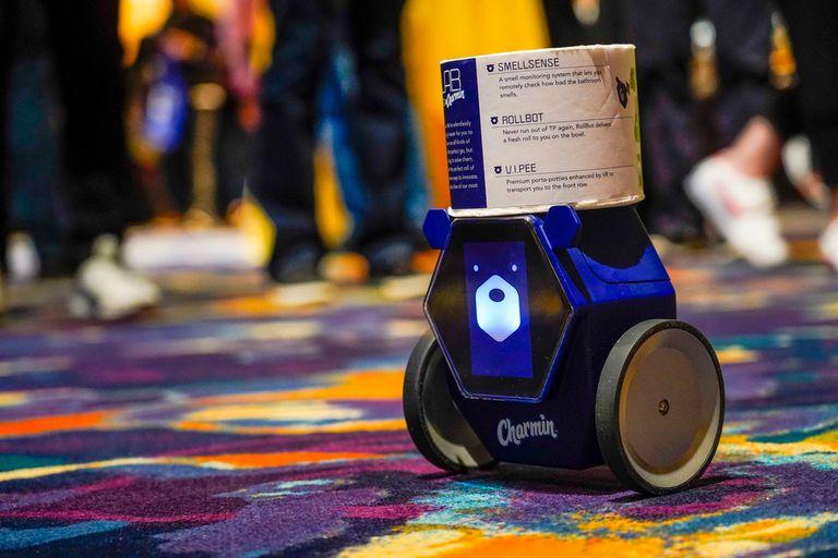 Rollbot, el robot de Charmin que te lleva papel higiénico al baño