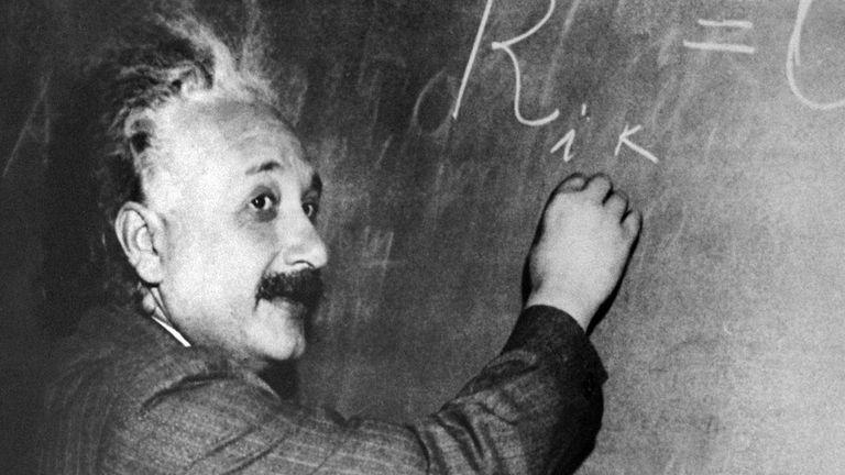 Esta es otra de las fotografías más conocidas del científico alemán.