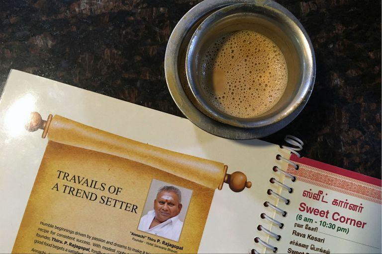 La imagen de Rajagopal, en un menú de su cadena de comida vegetariana, en Chennai