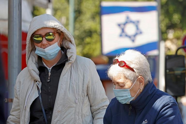 Benjamín Netanyahu solicitará el cierre del aeropuerto por el temor a las nuevas cepas y al aumento de casos en Israel