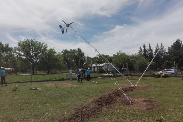 Cortes de luz. Alumnos construyeron aerogeneradores para dos colegios rurales