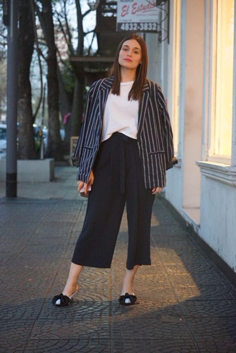 Pantalón y zapatos: Zara Remera: H&M Blazer: Bien de Amores