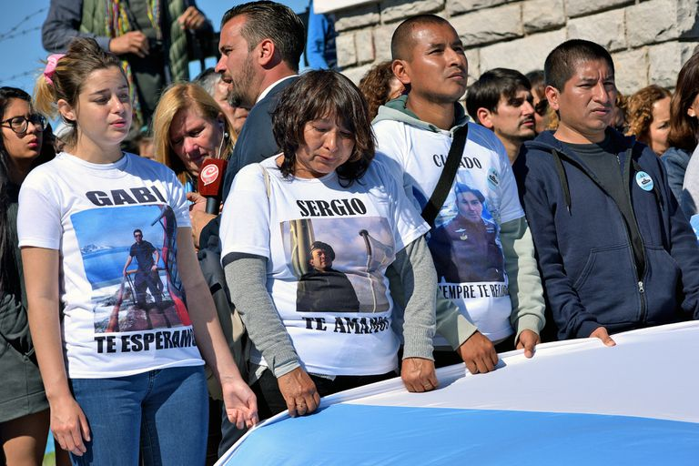Los familiares de los marinos en la base de Mar del Plata en 2018