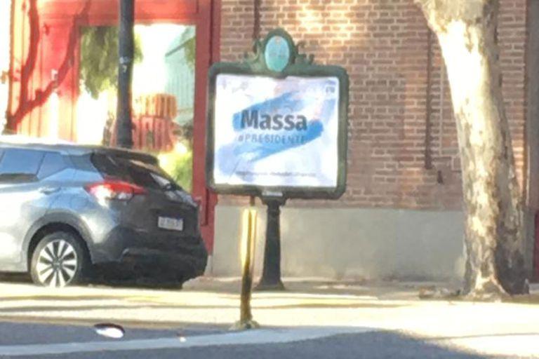 Tras el anuncio de Cristina, el massismo empapeló la ciudad con afiches