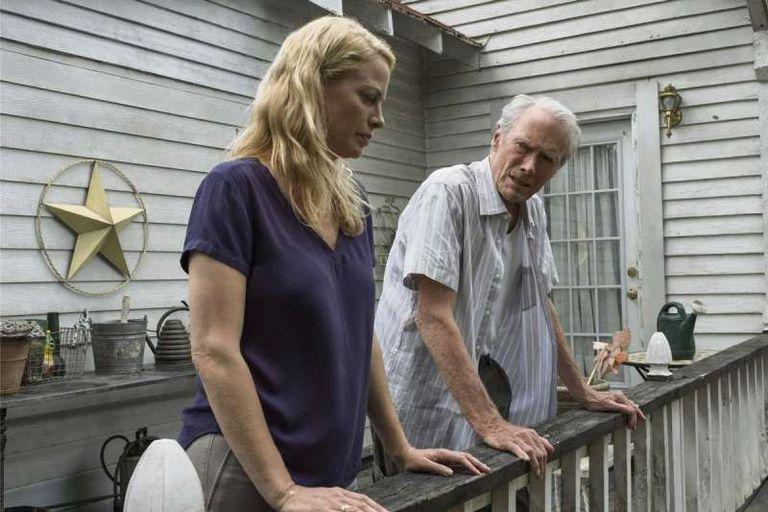 Eastwood con su hija Alison, que interpreta ese mismo rol en el film