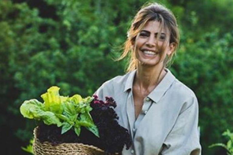 Juliana Awada mostró el singular ingrediente que crece en su jardín