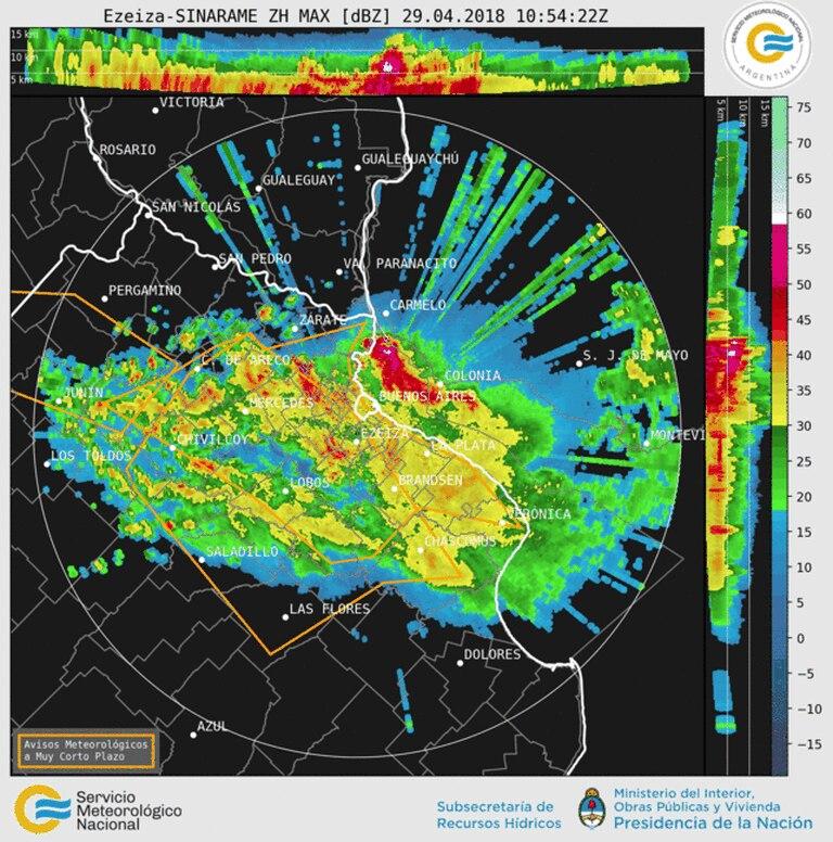 El avance de la tormenta afectaba principalmente el noreste de la provincia de Buenos Aires