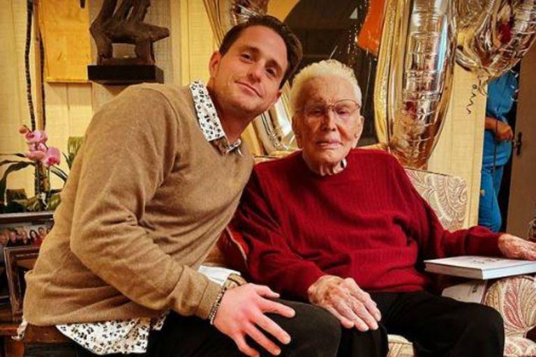 """Cameron Douglas, sobre su abuelo Kirk: """"Creyó en mí cuando ni yo lo hacía"""""""