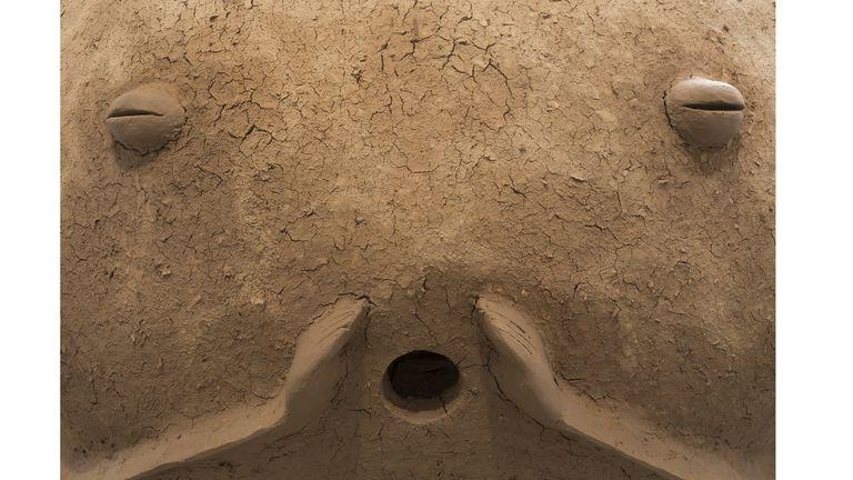 Detalle de la escultura-horno Patricia, realizada con una estructura de hierro y adobe
