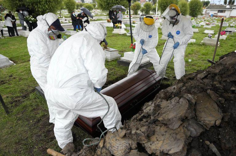 Colombia registra 4,5 millones de casos y 113.000 muertes por covid-19