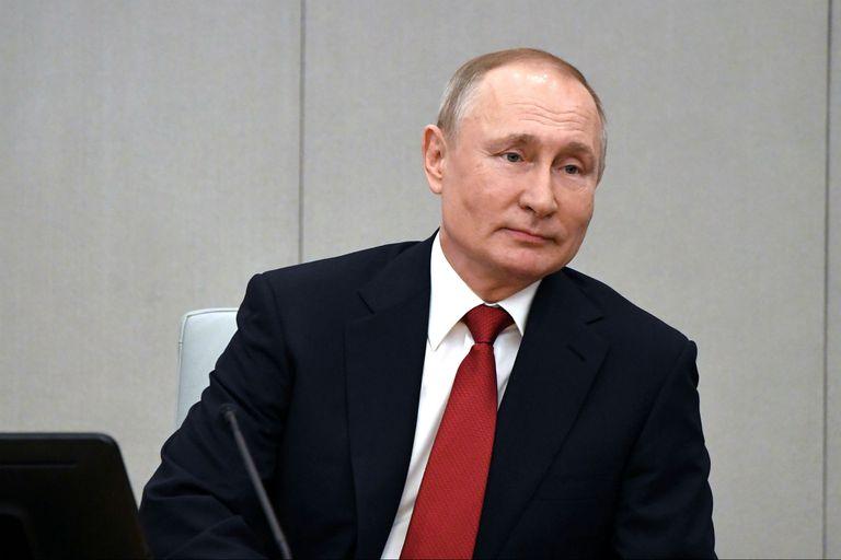 El presidente ruso Vladimir Putin se debate entre dos frentes: la pandemia y su plan de reforma constitucional para poder seguir en el poder hasta 2036