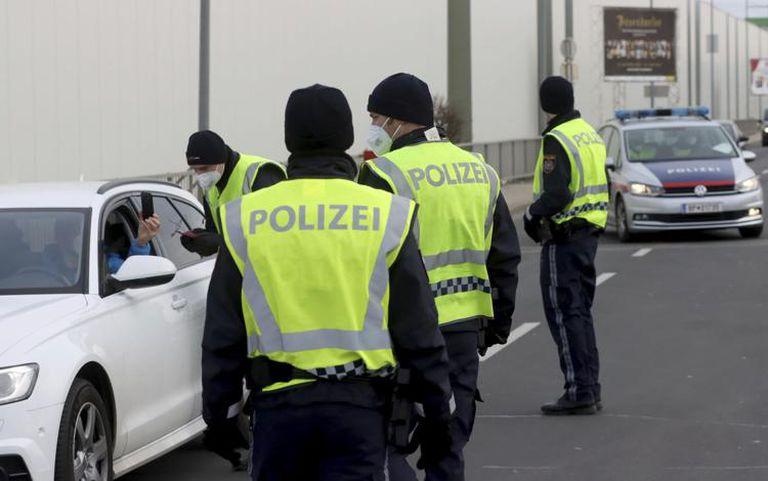 La policía austríaca acordona una ciudad de 45.000 residentes por el Covid-19