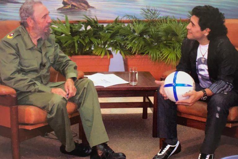 Maradona junto a Fidel Castro, una de las entrevistas preferidas del futbolista