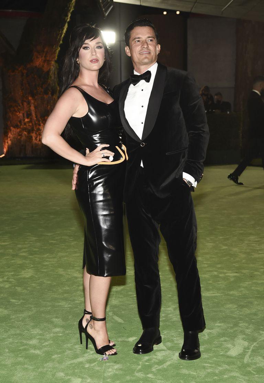 El actor Orlando Bloom, a la derecha, y la cantante Katy Perry son vistos en la Gala de Apertura del Academy of Motion Pictures en el Academy of Motion Pictures Museum el sábado 25 de septiembre de 2021 en Los Ángeles. (Foto de Dan Steinberg / Invision / AP)