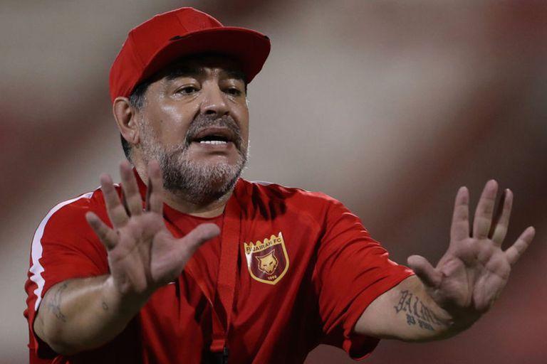 """Maradona pidió por Tevez a la selección y por """"el sensato y capaz"""" Angelici"""
