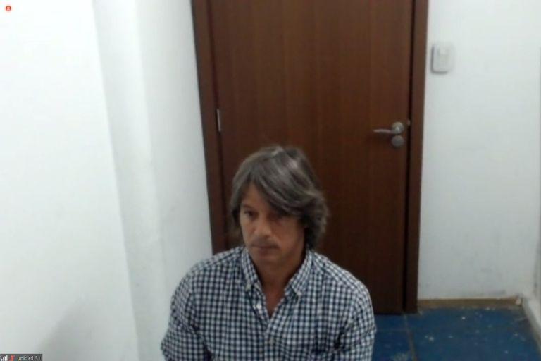 Enrique Blakksley Señorans, en una sala de la U31, de Ezeiza, siguiendo vía Zoom el juicio oral en su contra por una presunta estafa millonaria a través de Hope Funds