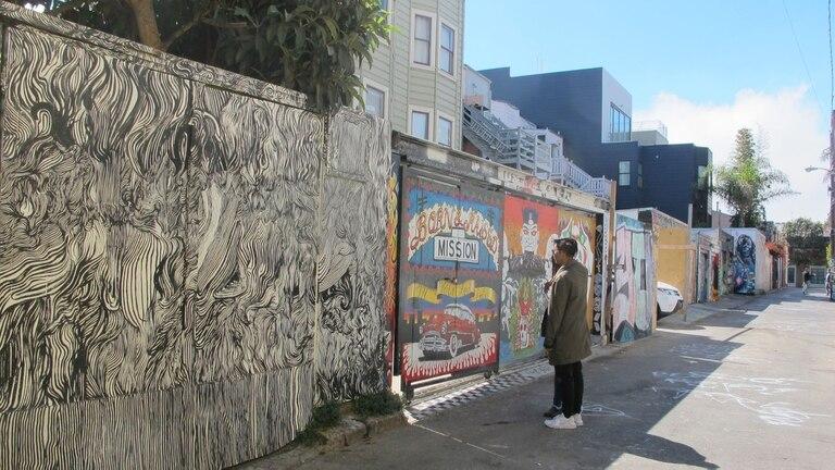 El pasaje Clarion Alley reúne coloridos murales inspirados en el barrio y de protesta social