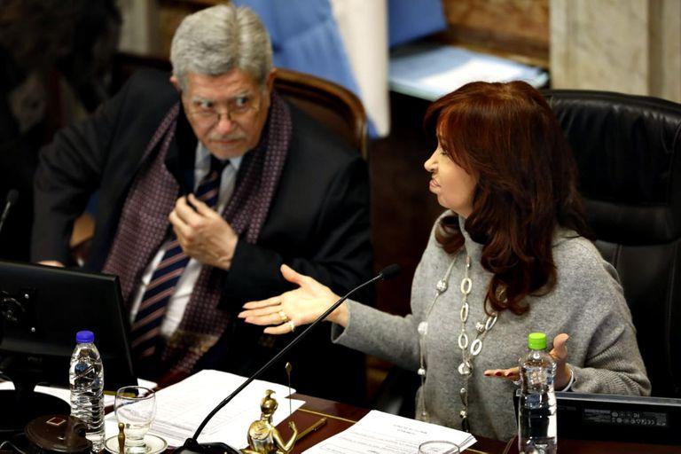 Cristina Kirchner presidió la sesión que terminó con polémica porque le impidió a la oposición dejar sentada su posición sobre la mayoría necesaria para aprobar el proyecto