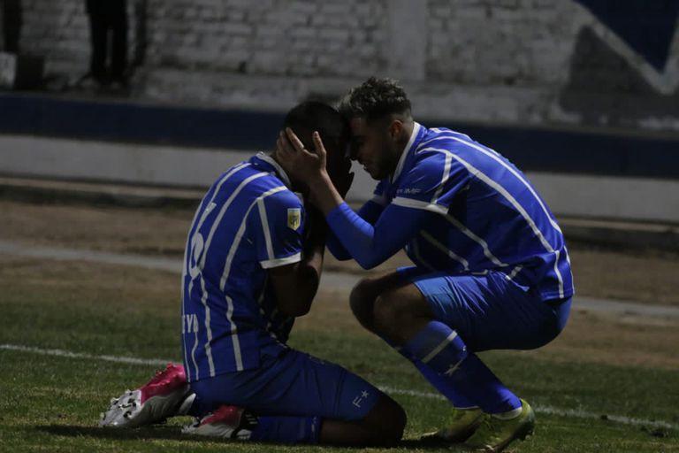 Godoy Cruz le dio vuelta el partido a Rosario Central a diez minutos del final y ganó 2-1