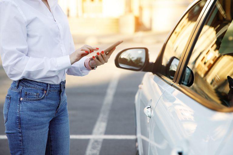 Cómo son los autos en alquiler o abono con servicios online todo incluido